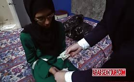Arab chick agrees to an exchange of cash