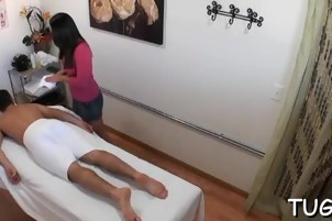 Sex amazes mighty dude during the massage session