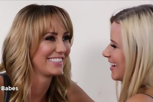 2 Hot wives making out for revenge