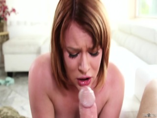 Round Lady Fucked In Throat