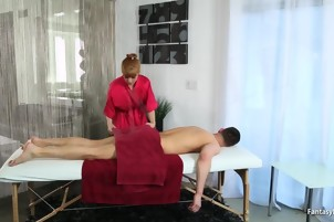 Milf masseuse goes 100