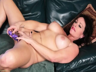 Mommy Shows How To Use Dildo