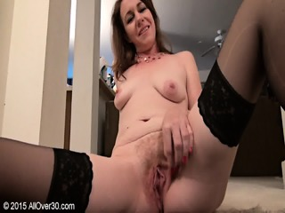 Mature Lady Rubs Her Pussy