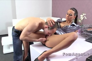 Amateur guy licked and fucked female agent