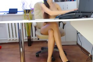 Beauty Brunette Camgirl Hot Cam Show