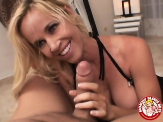 Hot MILF Gives Blowjob And Titjob