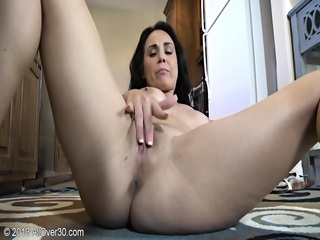 Hot Housewife's Juicy Pussy