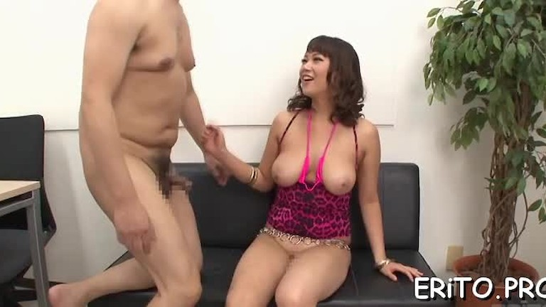 Japanese babe gives a ride