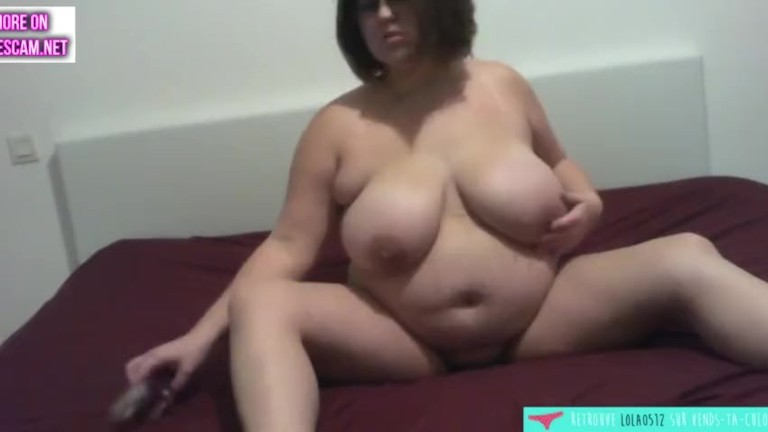 BBW plays and blows her dildo - French unexperienced