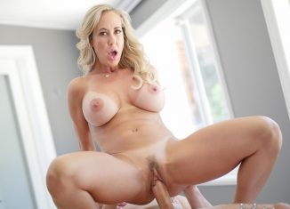 brandi enjoy courtyard milf your daily porno videos