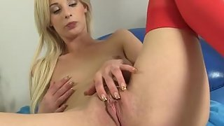 blonde fuckslut with juicy broad vag jacked on cam