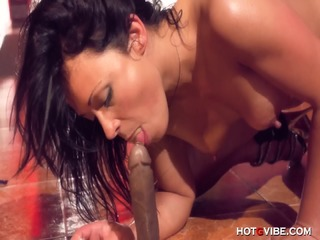 Big Cock Makes Nympho Squirt And Quiver