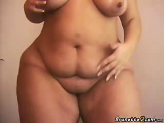 BBW with giant butt shows her body front the webcam