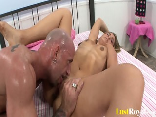 Juicy Facial For Evelyn Hughes After Fucking