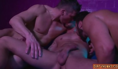 Muscle gay seduce with creampie
