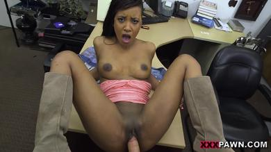 Sexy Ebony secretary will be moaning popped on boss' penis