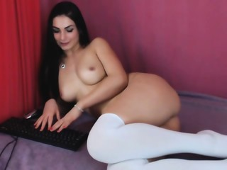 Sexy Camgirl Camgirl Rubs Her Delicious Pussy