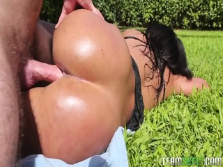 Round Ass Pounded In Garden