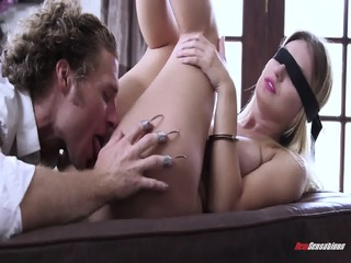 Surprise Sex With Blindfolded Babe