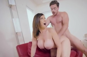 Luscious Cougar Sara Jay Gets Her Pussy Pounded