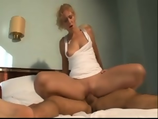 Amateur Hot And Sexy MILF Fuck