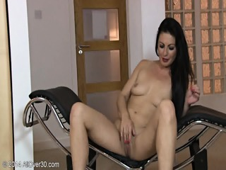 Mature Roxanne Shows Her Amazing Body