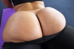 Curvy Babe Jada Stevens Teases BF With Her Booty