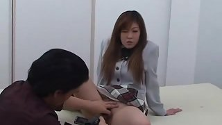 Hairy Pussy Teen Get Nice Fingering Actions on Bed