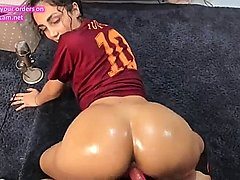 Italian webcam girl fucks vibrator doggystyle