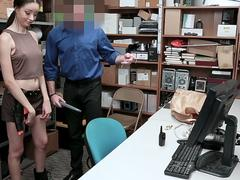 White guards shlong perforates innocent thief on GotPorn 11463280