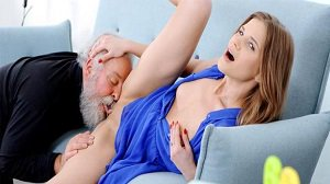 Sarah Key Fresh babe gives old man a special present