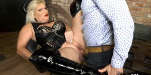Horny cougar Anna Valetina controls her client into licking her pussy
