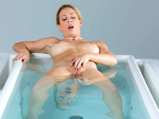 MILF Cherie Deville super intimate sex after taking a bath
