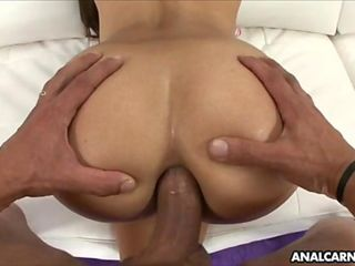 Jynx Maze loves to ride dick