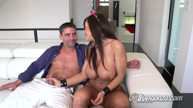 Sexy Lisa Ann gets pleased by a younger dude